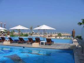 Бассейн отеля RADISSON BLU RESORT SHARJAH 5*